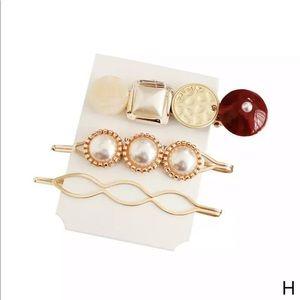 Accessories - ♥️Hair Clip Set♥️
